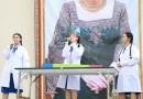 นักเรียนที่ได้รับรางวัลจากการแข่งขันการแสดงวิทยาศาสตร์ Science Show ระดับ ม. ต้น มาแสดงผลงานให้กับน้อง ๆ ของโรงเรียนได้ชมค่ะ